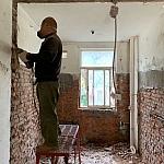 装修拆墙,两个师傅的铲墙对比照,你喜欢哪一个?